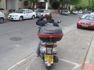 רכיבה על אופנוע, סכנה ברורה ומיידית.צילום: עמיעד טאוב