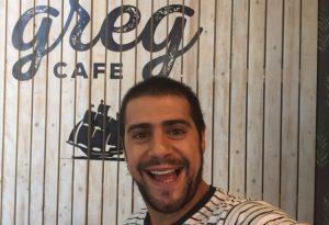 ג'קי מנחם בקמפיין לרשת גרג קפה. צילום אלעד גוטמן