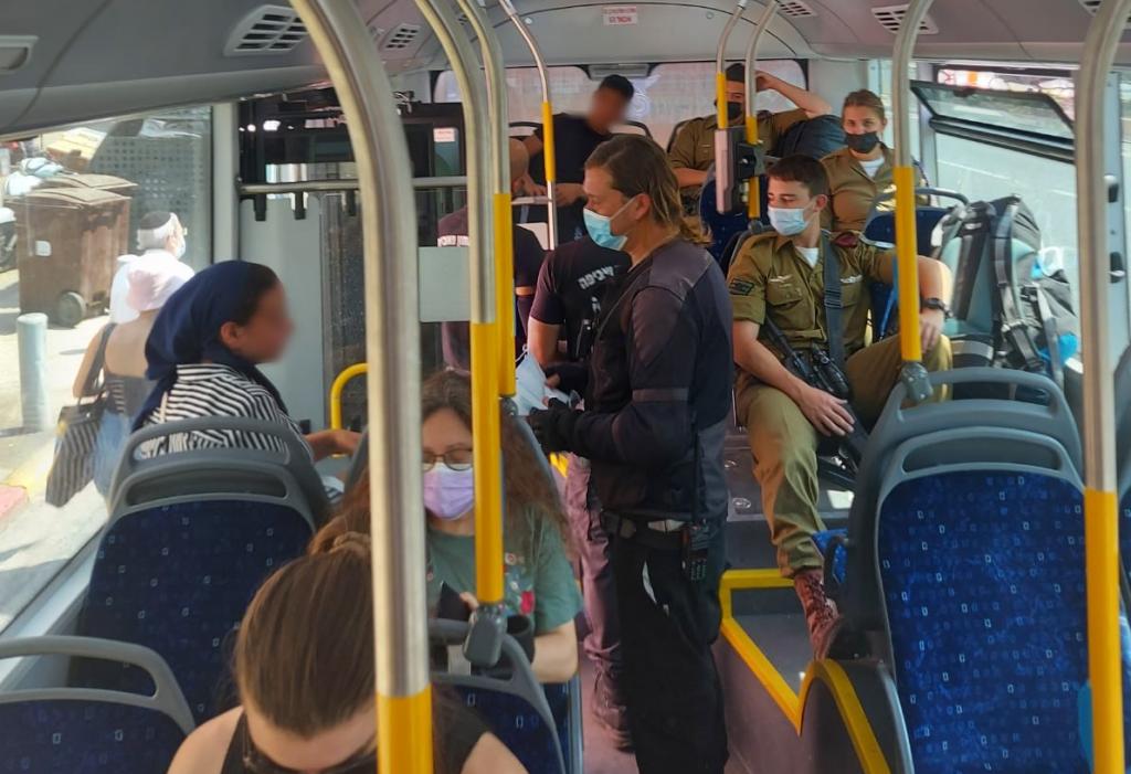 חובת עטיית מסיכה באוטובוס