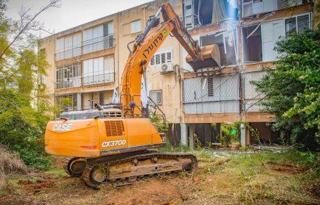 """קרדן נדל""""ן הרסה שלושה בניינים בשכונת הבילויים ברמת גן"""