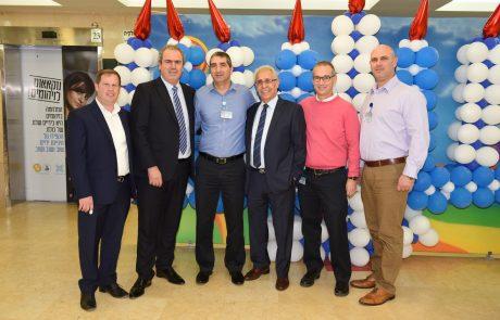 נשיא בורסת היהלומים  ובכירי בית החולים ספרא בתל השומר  משמחים את הילדים בחג החנוכה
