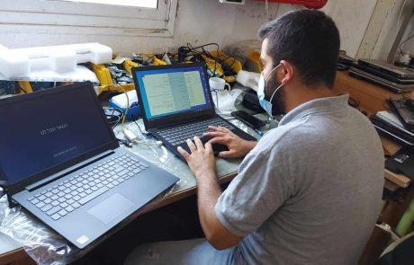 הישראלי היפה: תורם אנונימי סייע לאב נכה וחד הורי ורכש עבור ילדיו מחשב ללמידה מרחוק