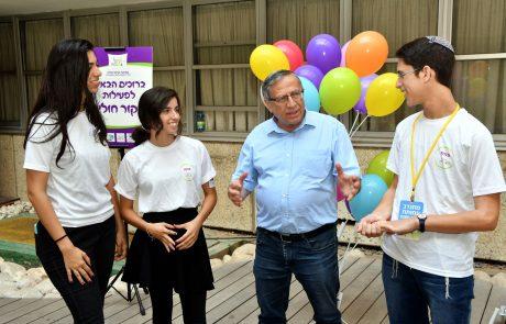 """ראש העיר סייר עם בני נוער מתנדבים בבית החולים """"שיבא"""""""