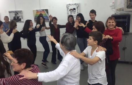 תורמים לקהילה ומאירים את החג: תיכון קלעי בפעילות התנדבותית למען הקהילה
