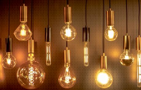 מהי תאורה חמה ולאיזה חללים בבית היא מתאימה?