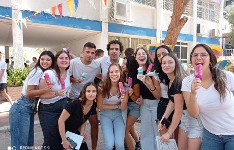 החופש קורא: 2,720 תלמידי תיכונים בגבעתיים סיימו את שנת הלימודים ויצאו לחופשת הקיץ