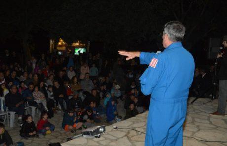 """האסטרונואט ד""""ר דונלד תומאס ביקר במצפה הכוכבים של גבעתיים"""