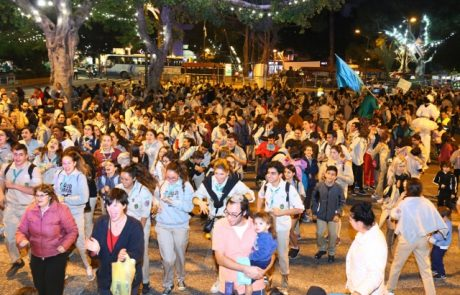 באנו חושך לגרש: אלפי חניכי תנועת הנוער צעדו במצעד הלפידים השנתי בעיר