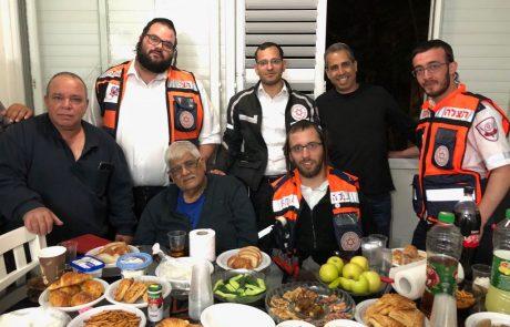 """תושב רמת גן ומשפחתו במפגש מרגש עם צוות """"הצלה"""" שהצילו את חייו"""