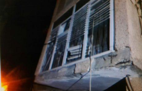 """נתפס """"על חם"""": פרץ לדירה וקפץ מהחלון – היישר לידיהם של השוטרים"""