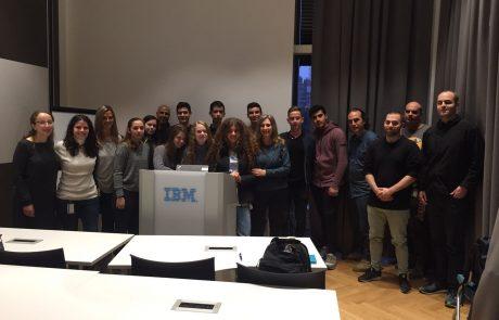 """שת""""פ חברתי: חברת IBM עריית גבעתיים ותיכון קלעי"""