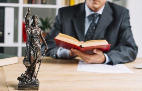 כל מה שאתם צריכים לדעת על בחירת עורך דין פלילי