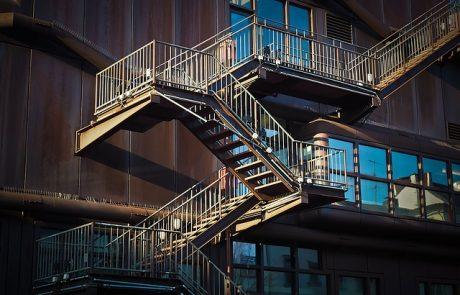 חשיבות התקנת מעקות לחדרי מדרגות ובמרחב הביתי