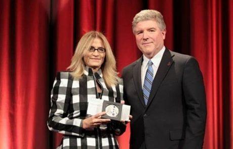 """עו""""ד עירית רוזנבלום מרמת-גן הראשונה שזכתה בניו-יורק בפרס-רכילות Stevie היוקרתי לנשים בעסקים"""